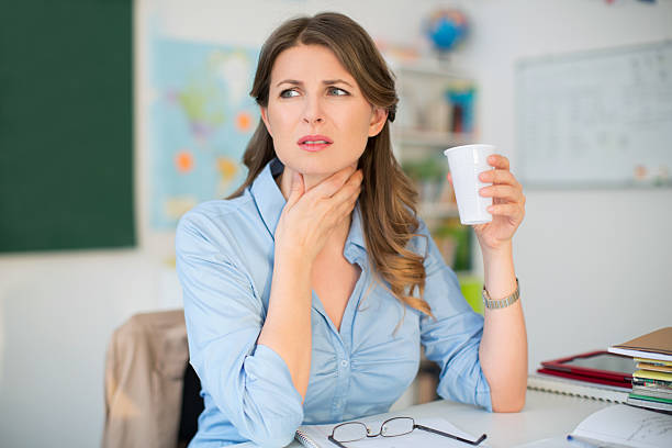 10 home remedies for a sore throat & hoarseness